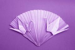 Cartão do origâmi da foto - o papel Cranes a foto conservada em estoque do fã Fotografia de Stock