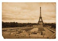 Cartão do sepia do vintage da torre Eiffel em Paris foto de stock
