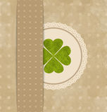 Cartão do vintage com trevo de quatro folhas para o dia de St Patrick Foto de Stock Royalty Free