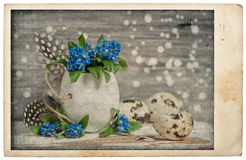 Cartão do vintage da decoração das flores dos ovos da páscoa Fotografia de Stock