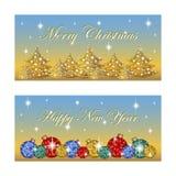 Cartão dois horizontal oblongo para os feriados de inverno As bolas brilhantes do Natal, silhuetas das árvores, as estrelas cinti Fotografia de Stock