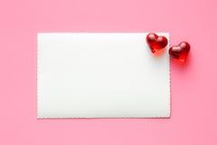 Cartão e corações vazios imagens de stock royalty free