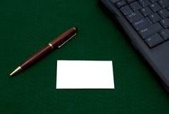 Cartão e pena em branco Imagem de Stock