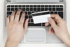 Cartão e portátil de crédito Fotos de Stock Royalty Free