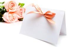 Cartão e rosas do convite Fotografia de Stock Royalty Free