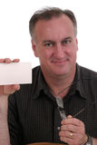 Cartão e vidros da terra arrendada do homem Fotografia de Stock Royalty Free
