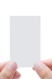 Cartão em branco com dedos do ser humano fotografia de stock royalty free
