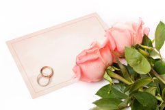 Cartão em branco para felicitações com rosas e anel Imagens de Stock Royalty Free