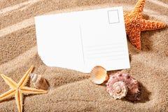 Cartão em uma praia Imagem de Stock