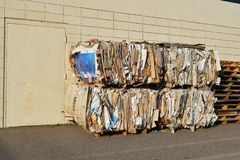 Cartão empacotado reciclando Imagem de Stock Royalty Free