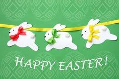 Cartão feito à mão da Páscoa: festão de papel festiva do coelho isolada no fundo do ovo da páscoa Fotografia de Stock Royalty Free
