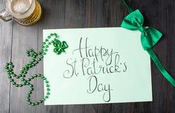 Cartão feliz da caligrafia do dia de St Patrick no preto Fotografia de Stock Royalty Free