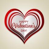 Cartão feliz da rotulação do dia do ` s do Valentim com um coração mergulhado no fundo bege Fotos de Stock
