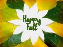 Cartão feliz das felicitações da queda com as folhas do amarelo e do verde Imagem de Stock