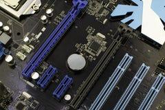 Cartão-matriz do computador, com o processador instalado nele imagem de stock
