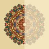 Cartão ornamentado com teste padrão floral decorativo do círculo Fotos de Stock Royalty Free
