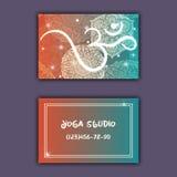 Cartão para o estúdio da ioga ou o instrutor da ioga Origem étnica com ornamento e ohm da mandala Imagens de Stock
