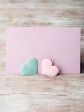 Cartão pastel cor-de-rosa e verde do roxo dos corações Fotografia de Stock Royalty Free