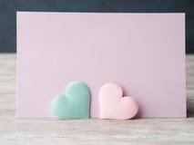 Cartão pastel cor-de-rosa e verde do roxo dos corações Fotos de Stock
