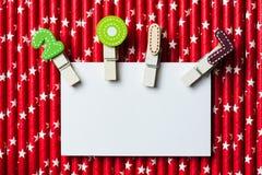 Cartão vazio branco com grampo 2017 na palha branca vermelha da estrela Imagens de Stock