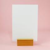 Cartão vazio do menu com a doca ereta de madeira (#1) Fotografia de Stock Royalty Free