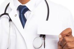 Cartão vazio guardado pelo médico perto do bolso da caixa imagem de stock royalty free