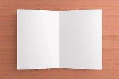 Cartão vazio no fundo de madeira Imagem de Stock