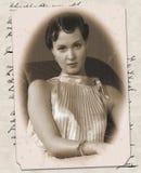 Cartão velho com a imagem da mulher nova Foto de Stock