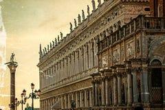 Cartão velho das construções no quadrado de San Marco em Veneza Imagem de Stock