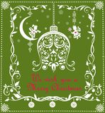 Cartão verde do cumprimento ornamentado do Natal do vintage com papel floral sino de suspensão e a decoração cortados da beira e  ilustração royalty free