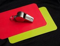 Cartão vermelho e assobio do árbitro Fotografia de Stock