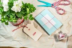 Cartões bonitos, etiquetas, petúnia, forma do coração no Livro Branco do enrugamento Imagem de Stock