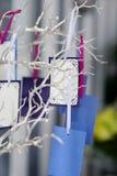 Cartões coloridos em uma árvore de prata Imagens de Stock Royalty Free