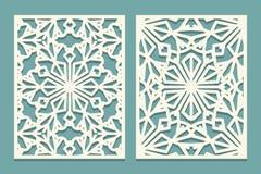 Cartões cortados Painel decorativo cortado laser com teste padrão dos flocos de neve Silhueta do entalhe com o ornamento do inver ilustração stock