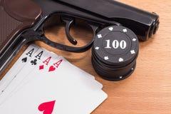 Cartões da pistola e de jogo Foto de Stock