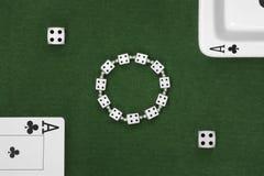 Cartões, dados e cinzeiro do pôquer Fotografia de Stock Royalty Free