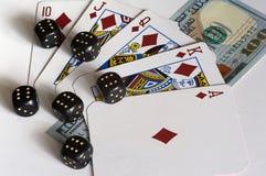Cartões, dados e dólares de jogo Fotografia de Stock