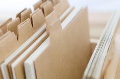 Cartões de índice com divisores vazios de Brown Imagem de Stock
