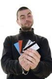 Cartões de crédito de oferecimento do homem Fotografia de Stock