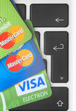 Cartões de crédito no teclado Foto de Stock