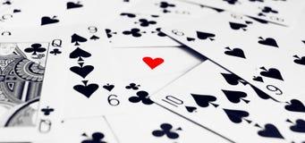 Cartões de jogo com coração no meio Foto de Stock Royalty Free