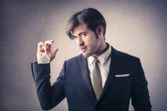 Cartões de jogo consideráveis do homem Fotografia de Stock Royalty Free