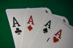Cartões de jogo em uma tabela do pôquer Quatro de um tipo foto de stock royalty free