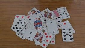 Cartões de jogo na tabela video estoque