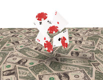 Cartões de jogo que voam no fundo dos dólares Fotografia de Stock