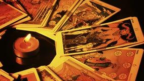 Cartões de tarô místicos mágicos do caixa de fortuna da feitiçaria vídeos de arquivo