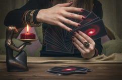 Cartões de Tarot Caixa de fortuna divination imagem de stock royalty free