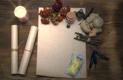 Cartões de Tarot Caixa de fortuna divination Doutor de bruxa foto de stock