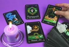 Cartões de Tarot da leitura Foto de Stock Royalty Free