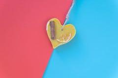 Cartões do dia de Valentim com corações no fundo Foco seletivo raso Copyspace Vista superior Configuração lisa Fotografia de Stock Royalty Free